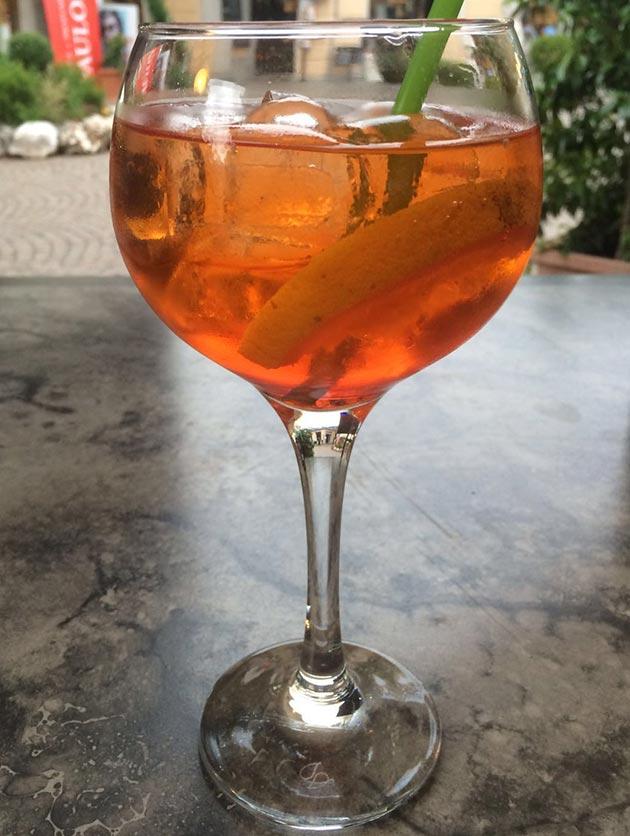 Aperol Spritz – kepeä drinkkijuhlaan