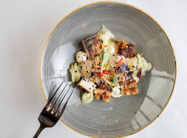 Viking Linen vegaani alkuruoka tofutataki