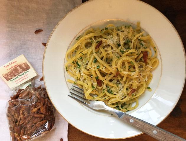 Köyhän miehen pasta — pasta aglio, olio epeperoncino