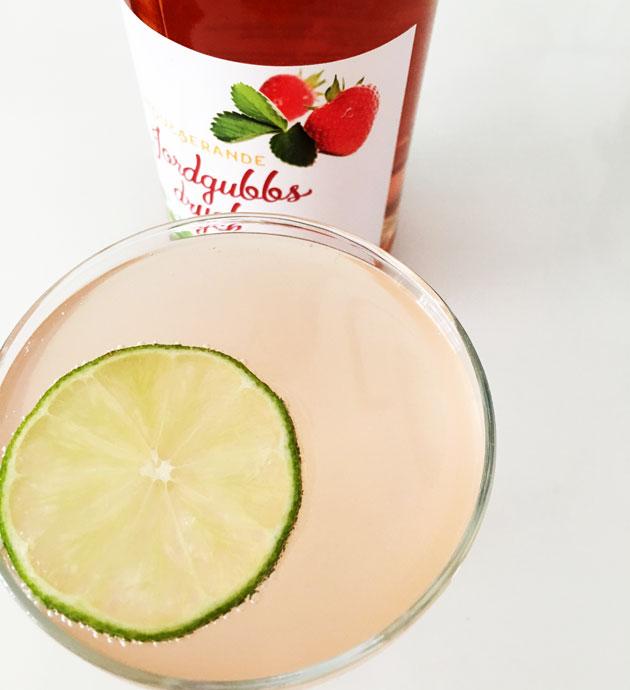 Alkoholiton mansikka-limettijuoma