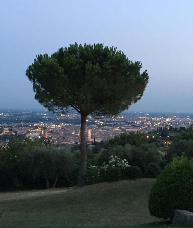 Agriturismo Corte San Mattia Veronan kukkuloilla tarjoaa upeitanäkymiä