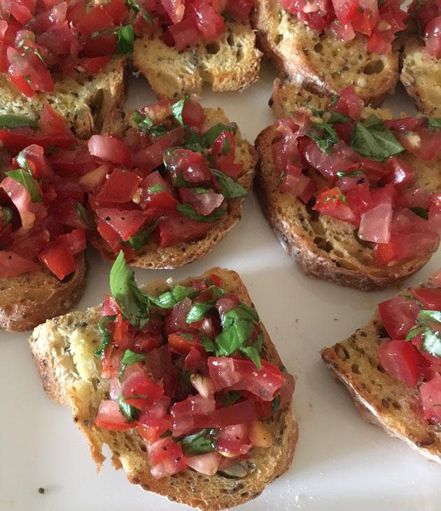 Tomaattibruschetta: paras tapa käyttää kuivahtanutleipä