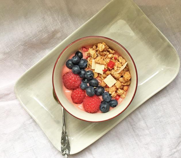 Smoothie-kulhossa koko aamiainen