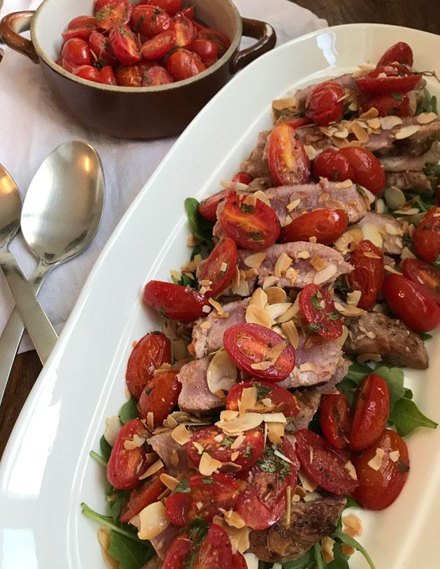 Tomaatteja, tonnikalaa ja manteleita