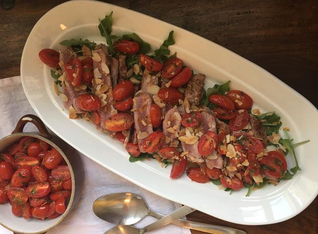 Tonnikalaa, manteleita ja tomaatteja