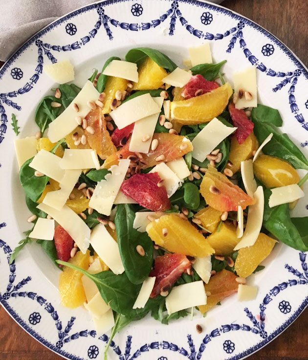 Sitrussalaatti ja Kaltbach Le Gruyere-juusto