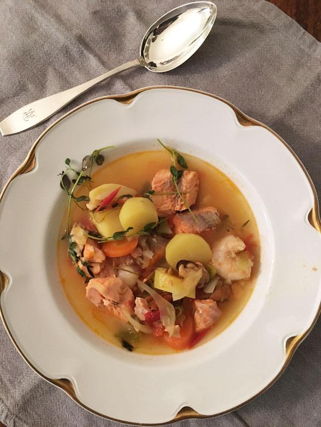 Kalakeittopäivän kunniaksi bouillabaisse-tyyppinen soppa