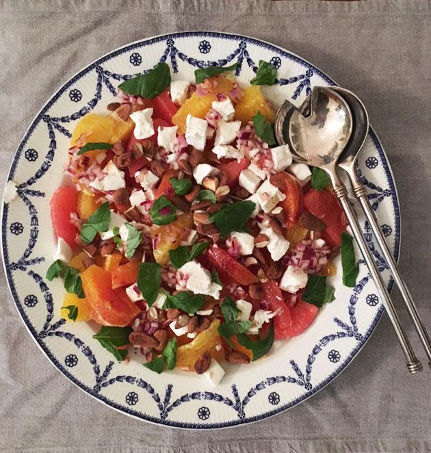 Veriappelsiini-mantelisalaatti ja punasipulikastike
