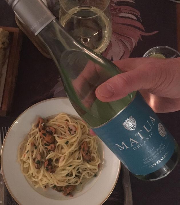 Äyriäispastaa ja Sauvignon Blanc-viiniä