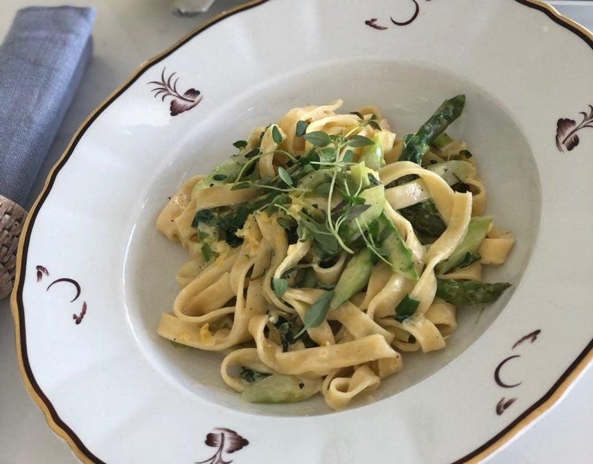 Kermainen parsapasta italialaisittain eli Pasta panna easparagi